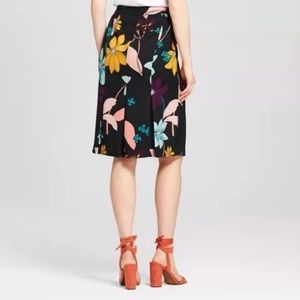 Floral back ruffle pencil skirt
